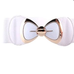 NWT white bow belt with metal closure stretchy